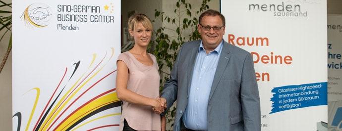 Simone Dirksmeier und WSG-Geschäftsführer Stefan Sommer